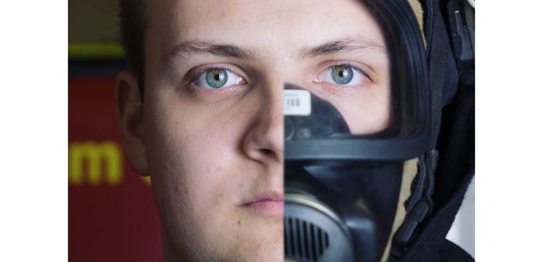 Sei dabei. Werde Mitglied in einer Freiwilligen Feuerwehr. (Bild: Maske, Gesicht, Mensch; LE Querenburg 2017/01)